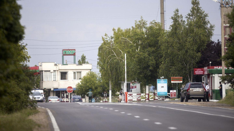 El 'chek point' entre Moldavia y la autoproclamada Transnistria. (EFE)