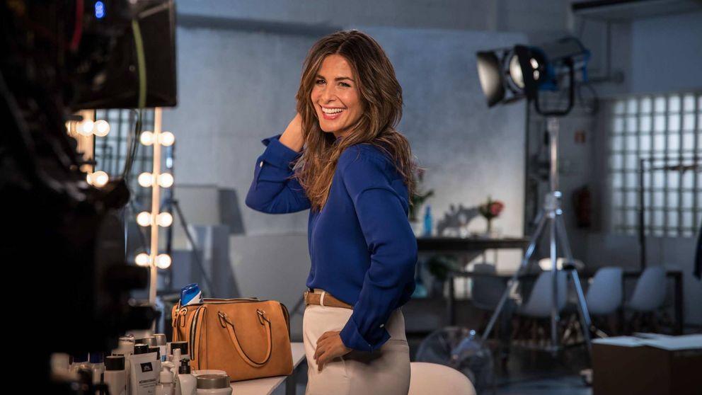Nuria Roca saca a la calle su 'edredón', una de las prendas virales de la temporada