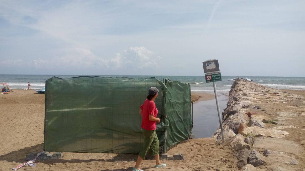 Foto: Uno de los puntos de cloración instalados en playas valencianas. (Ecologistas en Acción PV)