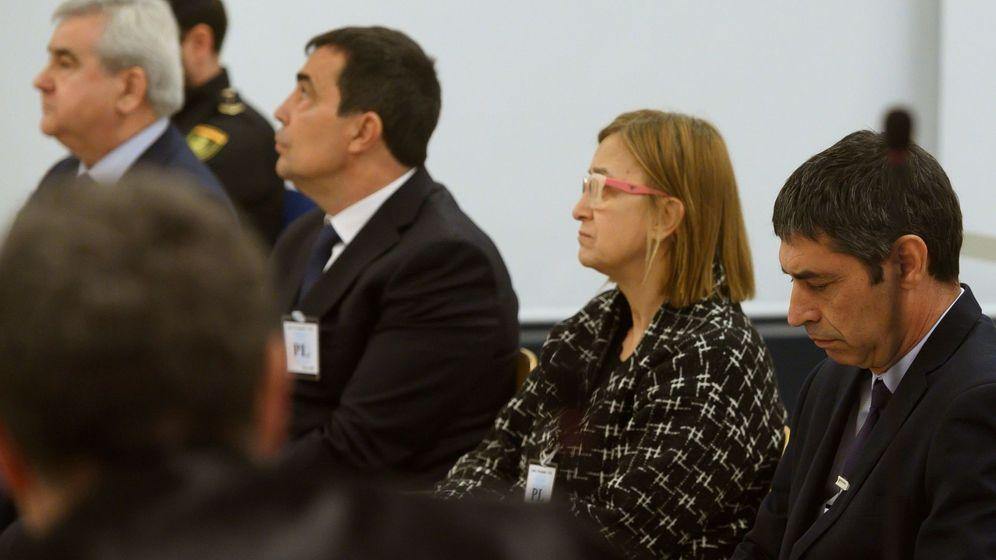 Foto: Los cuatro acusados en la Audiencia Nacional: Trapero, Laplana, Soler y Puig. (EFE)