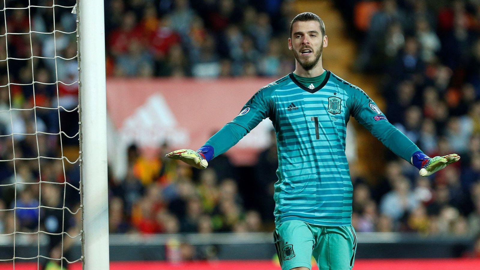Foto: David de Gea hace un gesto de calma en un partido con la Selección española. (EFE)