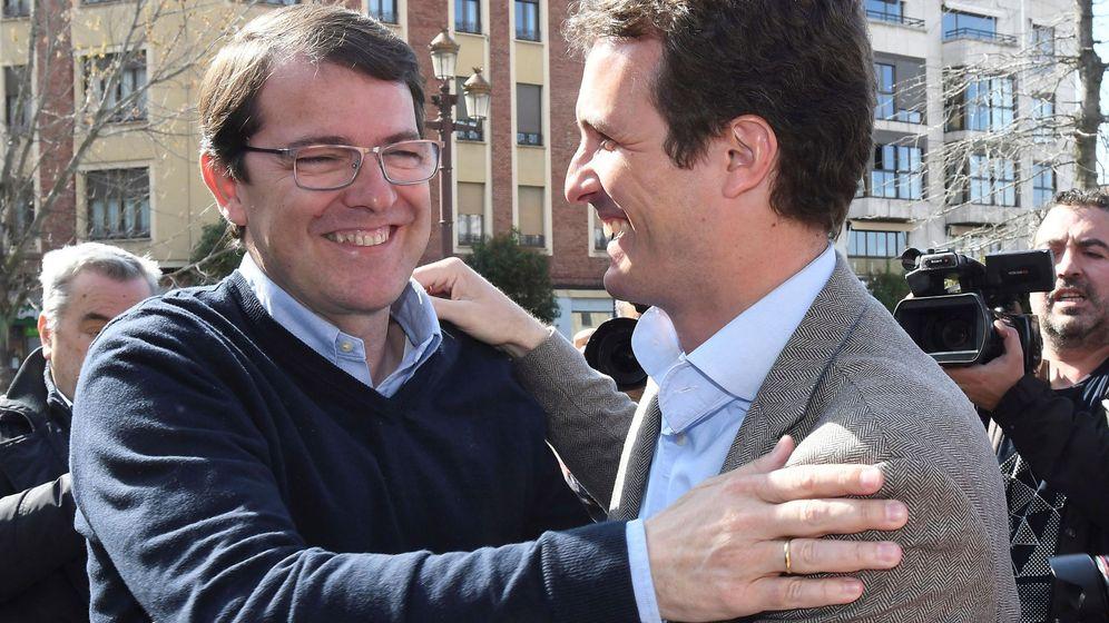 Foto: Alfonso Fernández Mañueco, junto a Pablo Casado. (EFE)