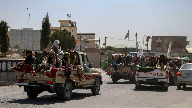Foto: Combatientes talibanes marchan en Kandahar, Afganistán. (Reuters)