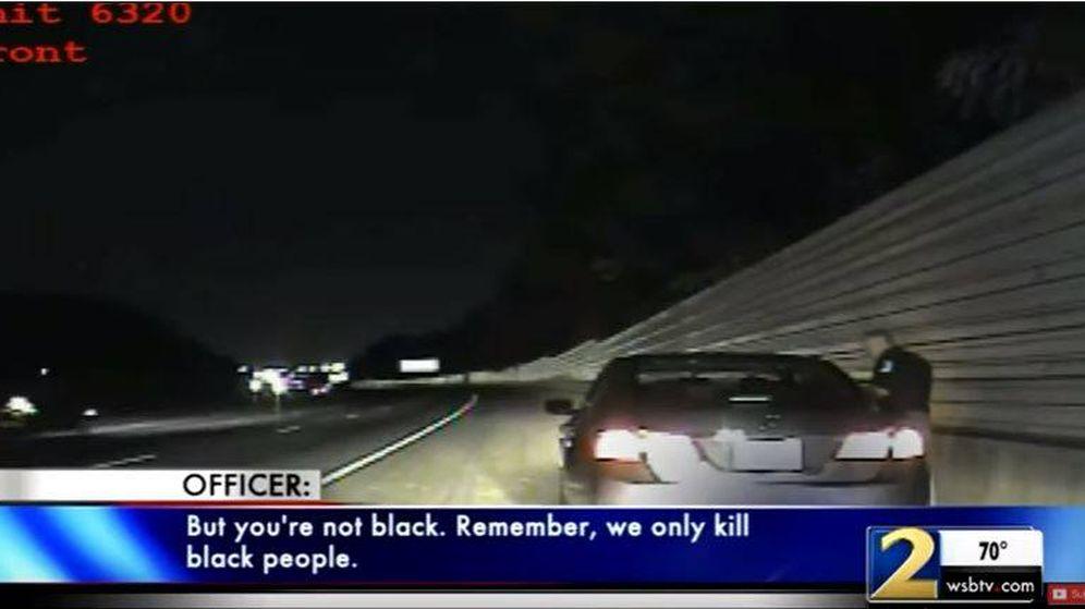 Foto: Un agente le dice a una mujer: Solo matamos a negros (YouTube)
