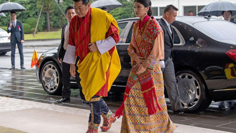 Los reyes de Bután, en octubre, en la coronación del emperador japonés. (EFE)
