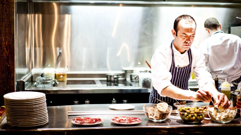 Foto: José Pizarro trabaja en su cocina.