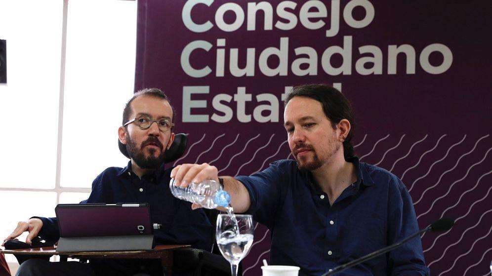 Foto: El líder de Podemos, Pablo Iglesias,d., y el secretario de Organización de Podemos, Pablo Echenique, durante la reunión del Consejo Ciudadano Estatal. (EFE)