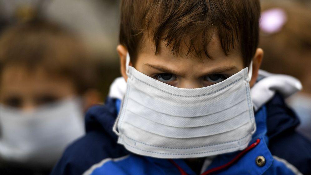 Foto: Un niño viste una mascarilla - Archivo. (EFE)