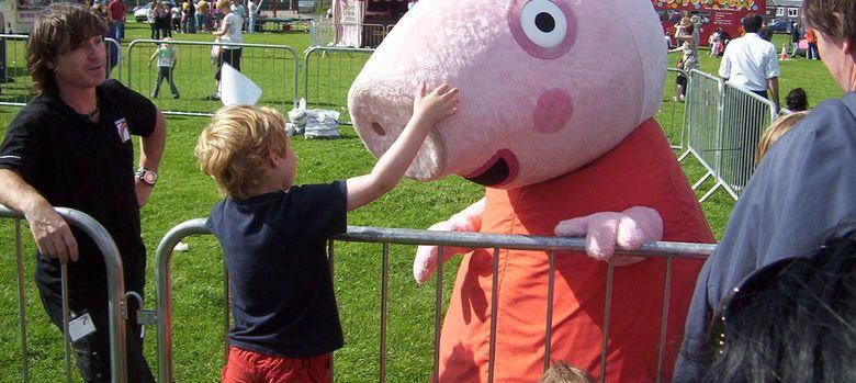 Foto: Peppa Pig en persona saludando a sus pequeños fans ingleses