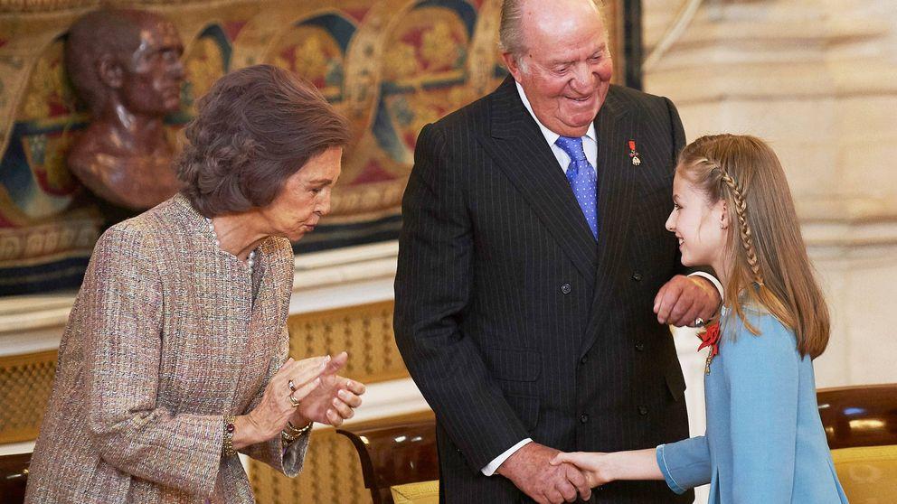 Don Juan Carlos, en su faceta de abuelo: su complicada relación con Leonor y Sofía