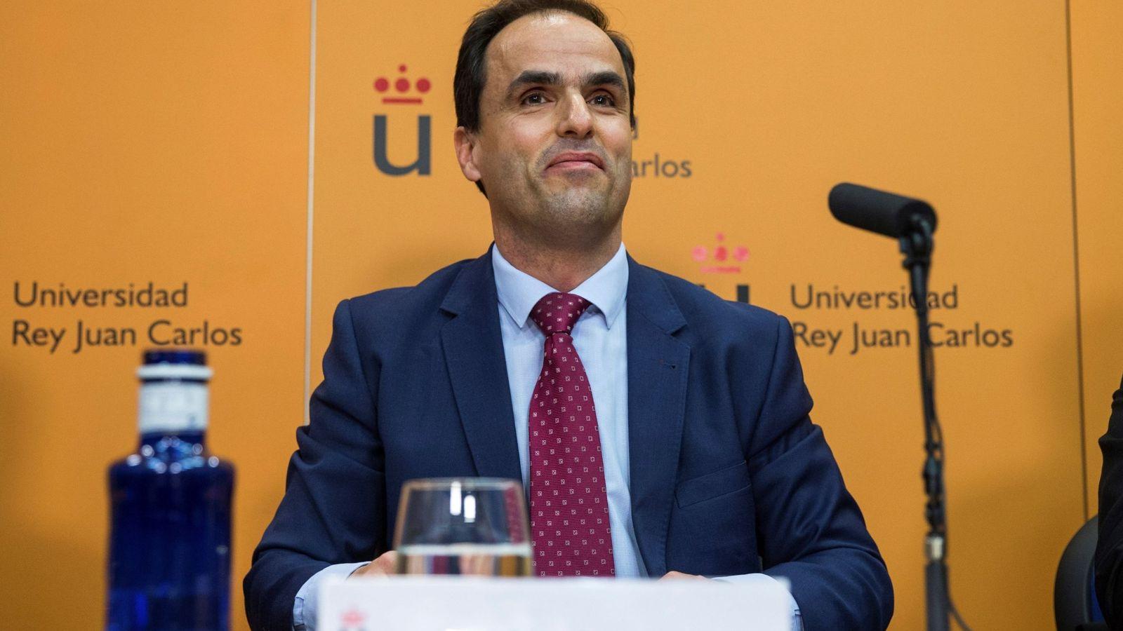 Foto: El rector de la Universidad Rey Juan Carlos (URJC), Javier Ramos, el pasado 21 de marzo en rueda de prensa en el campus de Móstoles. (EFE)