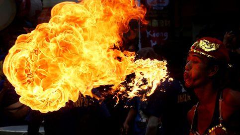 Pekin se aisla y grandes nubes de langostas invaden Kenia: el día en fotos
