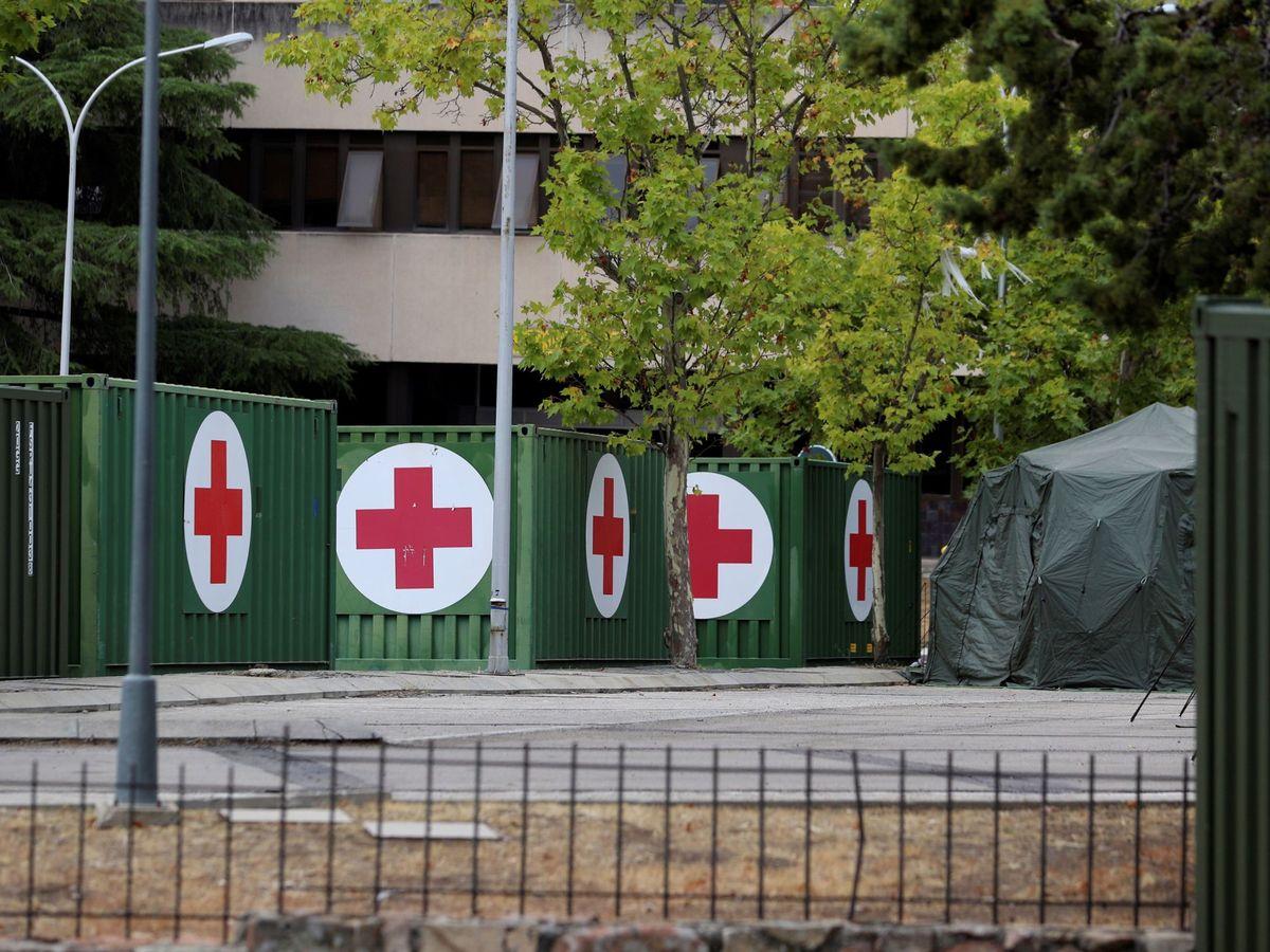 Foto: El Hospital Central de la Defensa Gómez Ulla ha instalado de nuevo un hospital de campaña en su área de aparcamiento para atender las necesidades ante el aumento de casos de coronavirus. (EFE)