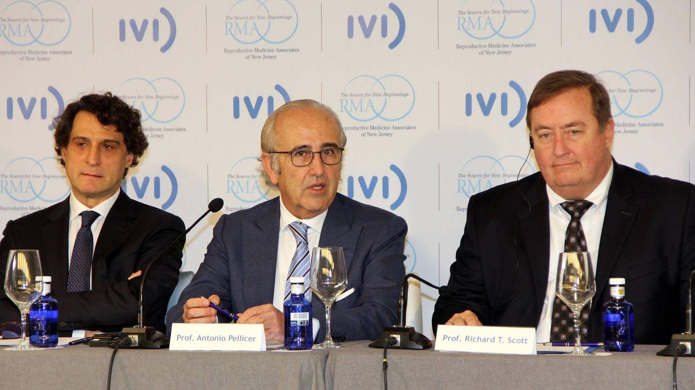 Los fundadores del IVI (Remohí y Pellicer) y el nuevo CEO, Richard Scott.