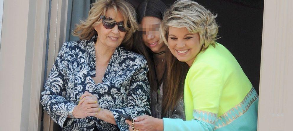 Foto: Terelu Campos junto a su madre y su hija Alejandra esta Semana Santa en Málaga (Gtres)