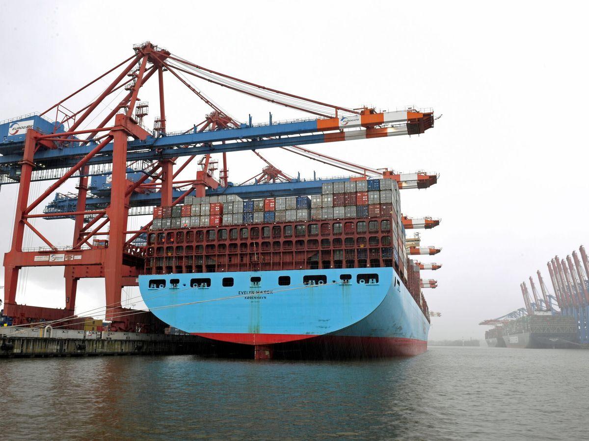 Foto: Los estibadores descargan un carguero. (Reuters)
