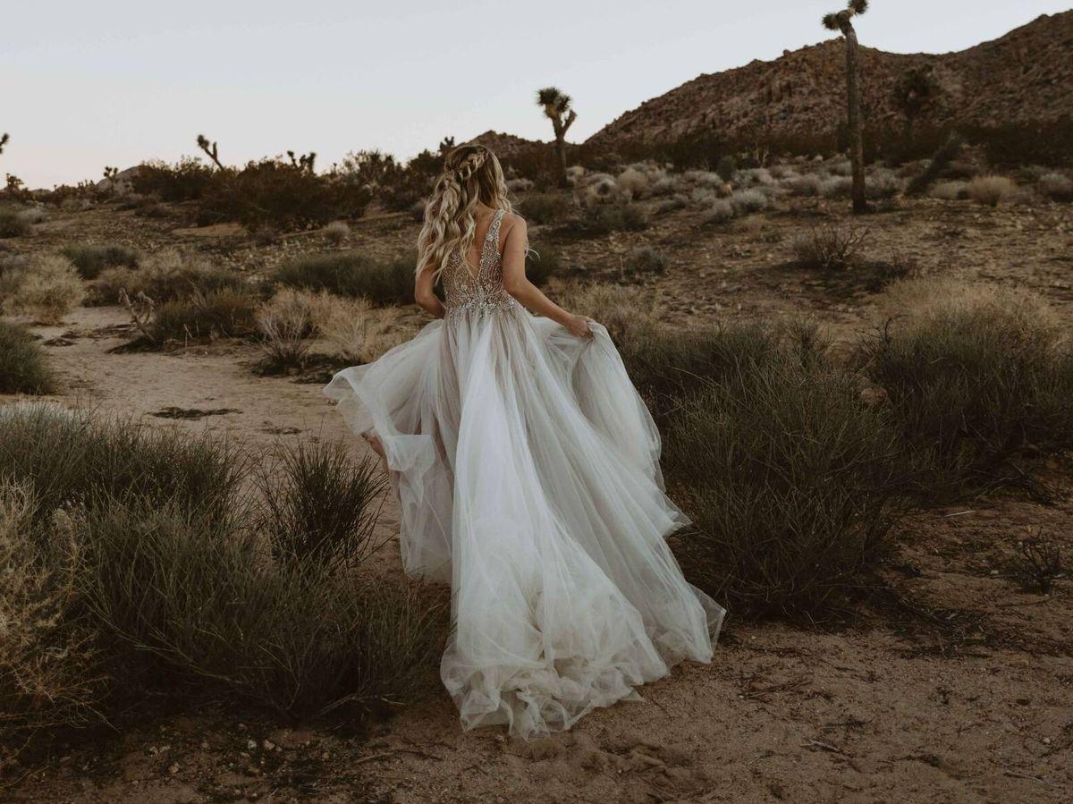 Foto: Tipos de cola de vestido de novia según estilo y silueta. (Kate para Unsplash)