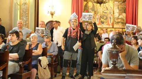 El separatismo acorrala a los alcaldes del PSC con mociones y protestas