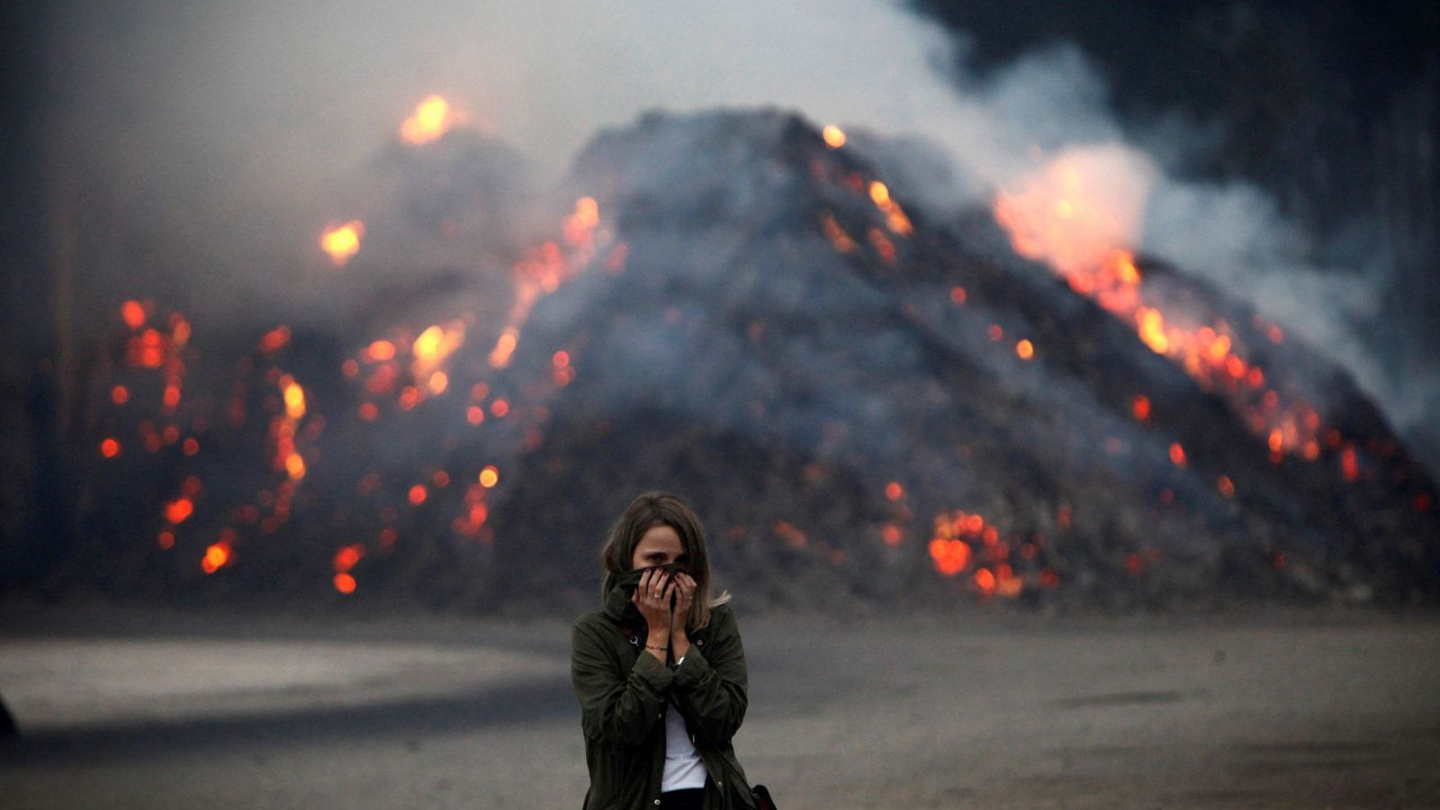 Foto: Galicia vive otra jornada de lucha contra el fuego. (EFE)