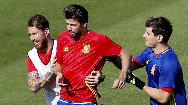 Ramos, Piqué y Casillas, con la Selección. (EFE)