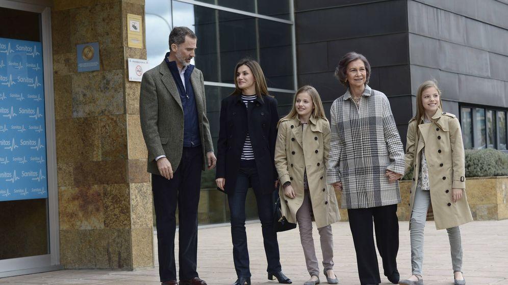 Foto: La familia real al completo, llegando al hospital. (Limited Pictures)