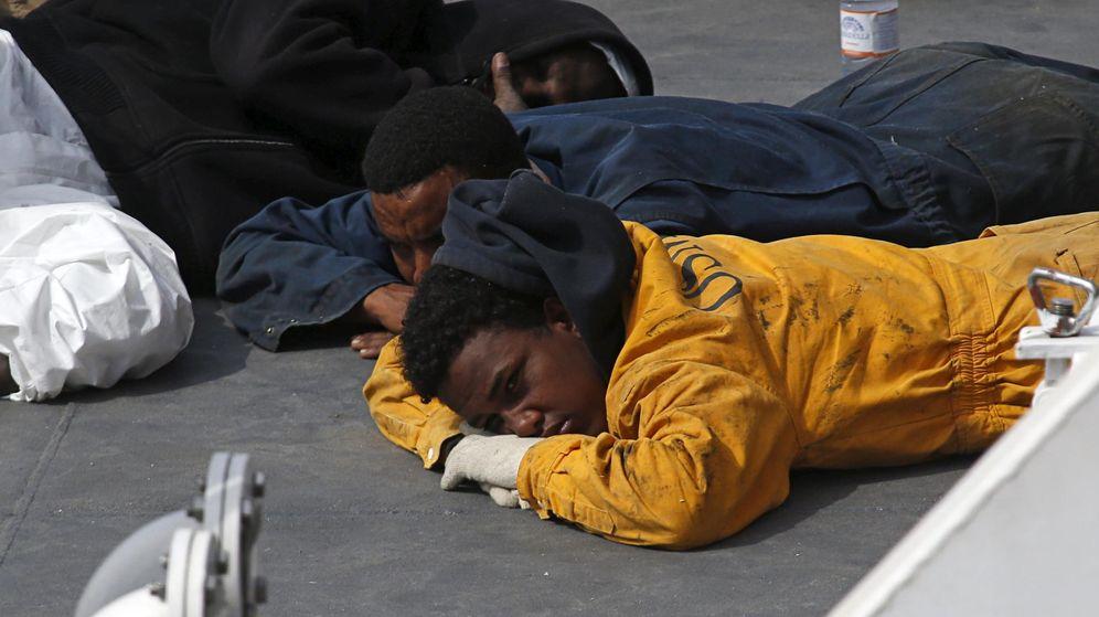 Foto: Supervivientes del naufragio en Italia (Reuters)