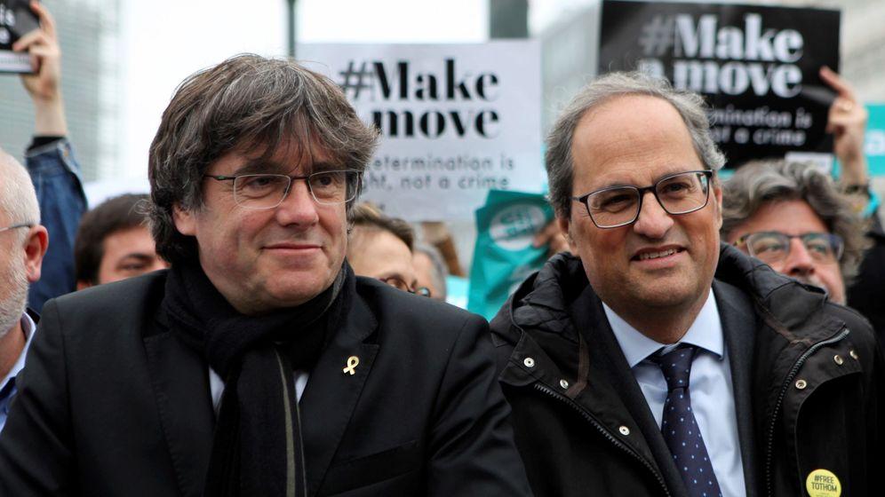 Foto: El expresidente de la Generalitat, Carles Puigdemont (i), y el actual presidente, Quim Torra (d). (EFE)