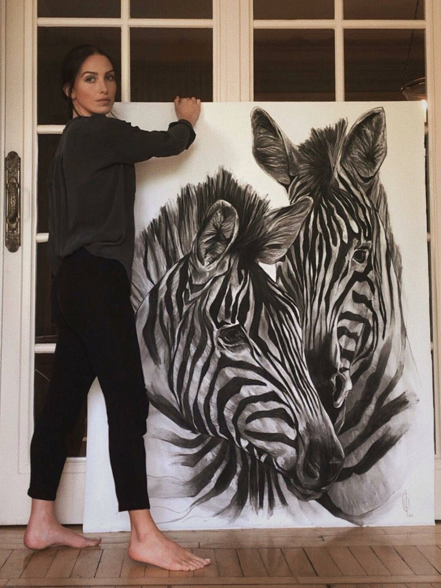 Casilda, con uno de sus dibujos de gran formato. (Cortesía)