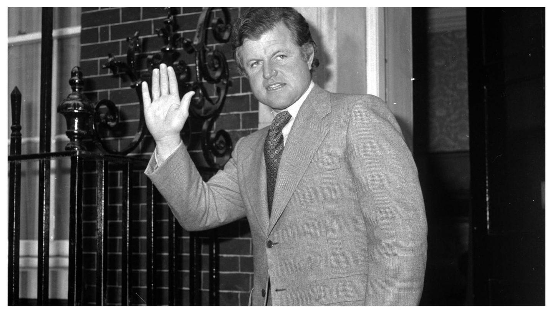 Ted Kennedy, durante una visita a Londres en 1974. (Getty)
