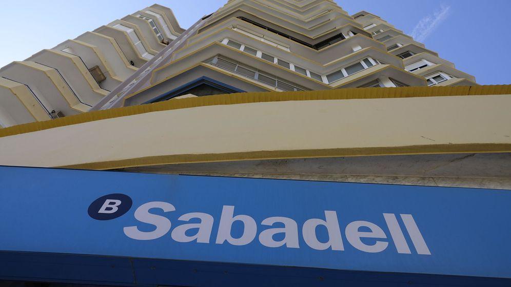 Foto: Una sucursal de Banco Sabadell. (Reuters)