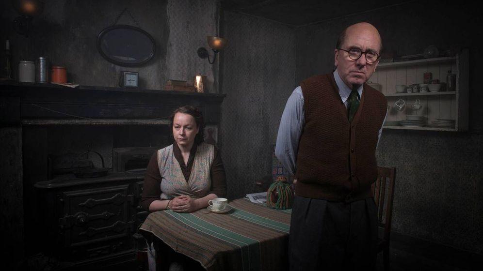 Foto: Tim Roth y Samantha Norton en una imagen de 'El estrangulador de Rillington Place'