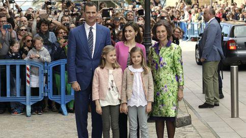 Los Reyes Felipe VI y Letizia acuden con sus hijas y Doña Sofía a la misa de Pascua
