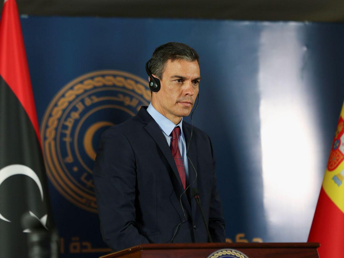 Foto: Pedro Sánchez, con auriculares. (Reuters)