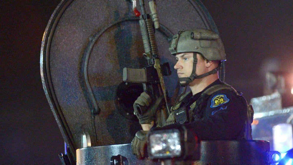 Francotiradores y blindados: esto no es Irak, sino un pueblo de EEUU
