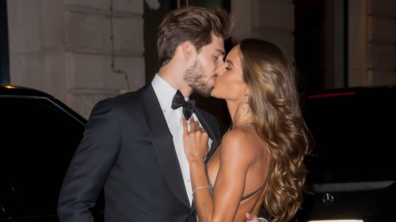 Izabel Goulart y su novio en la fiesta de Neymar. (Gtres)