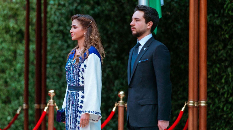 Rania de Jordania, junto a su hijo Hussein. (EFE)