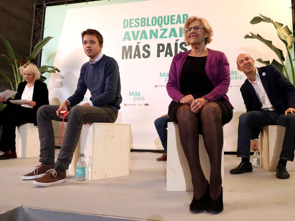 Foto: El líder de Más País, Iñigo Errejón (2i), junto a la exalcaldesa de Madrid, Manuela Carmena (2d), durante el mitin de cierre de la campaña electoral. (EFE)
