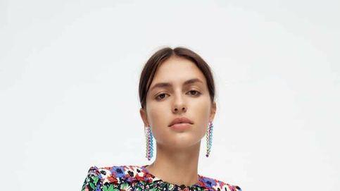 Zara está agotando esta blusa de flores en las tiendas de Málaga y Sevilla