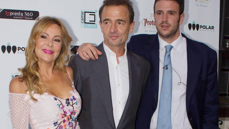 Ana Obregón y Lequio, junto a su hijo Álex, en una aparición pública. (Cordon Press)