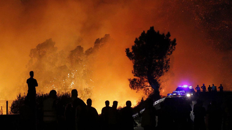 Uno de los incendios forestales que asolaron Galicia en octubre de 2017. (EFE)