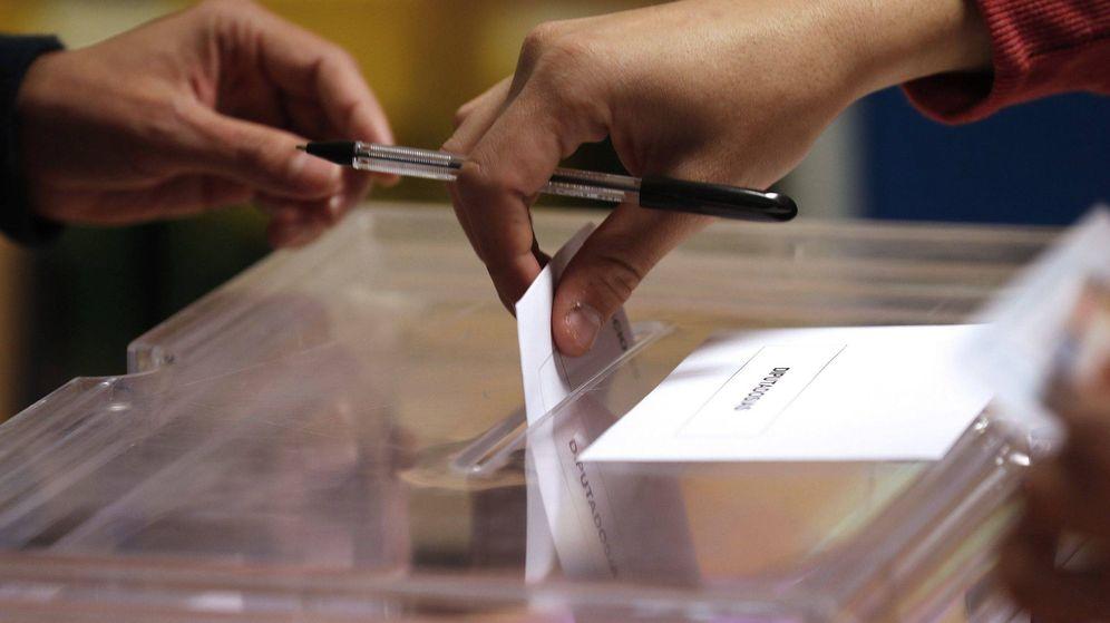 Foto: Una persona votando en las elecciones generales de 2019. (Efe)