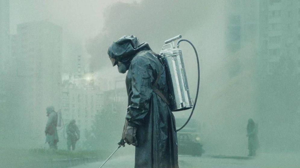 Foto: Desinfección de las calles, en 'Chernobyl'. (HBO)