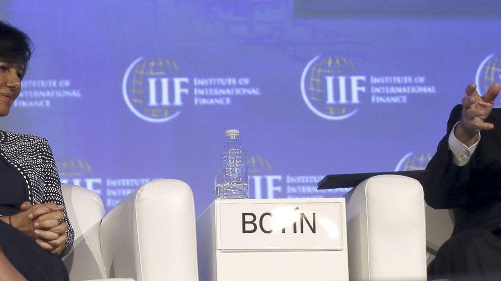 Foto: Ana Botín, presidenta del Santander, junto a Francisco González, su homólogo en BBVA.
