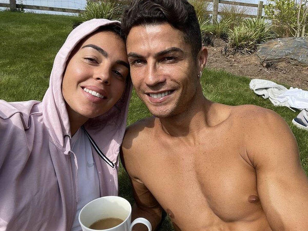 Foto: Georgina y Cristiano, antes de mudarse de su primera mansión en Mánchester. (Instagram @georginagio)
