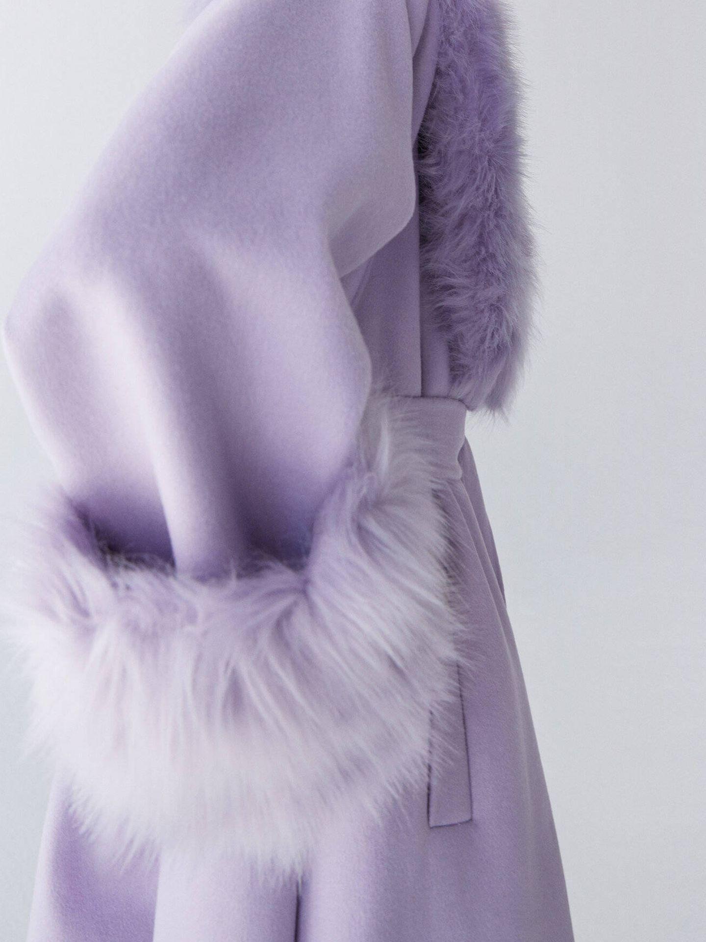 Abrigo lila de Uterqüe. (Cortesía)