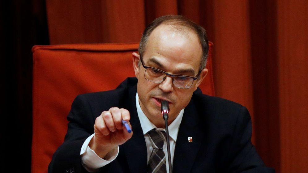 Foto: El exconseller Jordi Turull declara en el Parlament. (EFE)