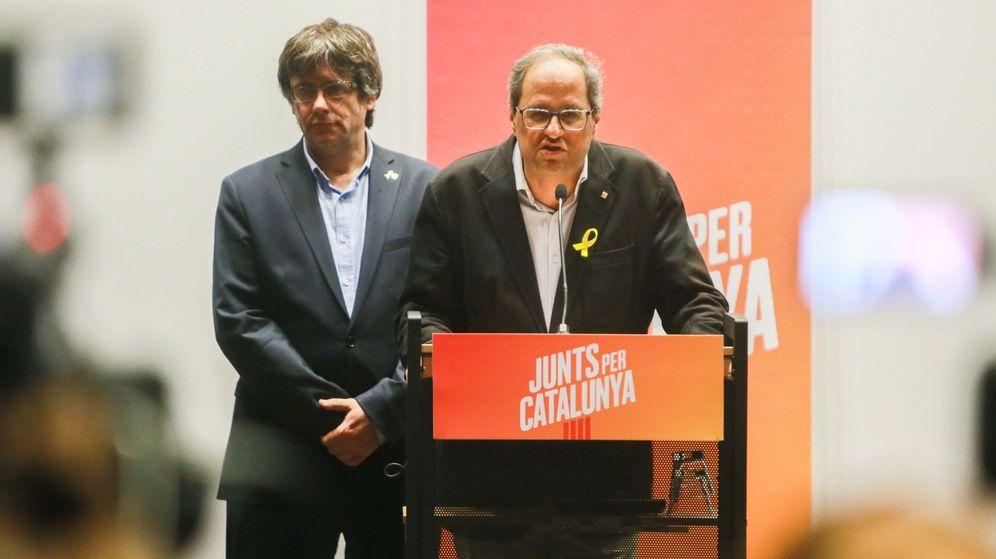 Foto: El presidente de la Generalitat, Quim Torra, y su predecesor, Carles Puigdemont. (EFE)
