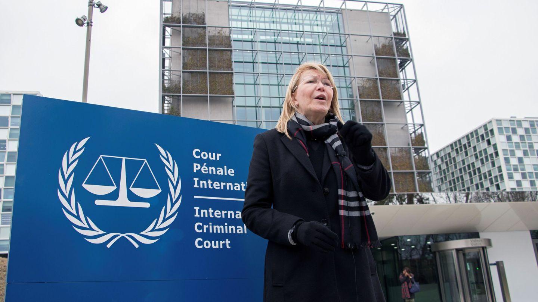 Luis Ortega ante la sede del Tribunal de La Haya, donde está denunciando las supuestas acciones criminales del Gobierno de Maduro.(EFE)