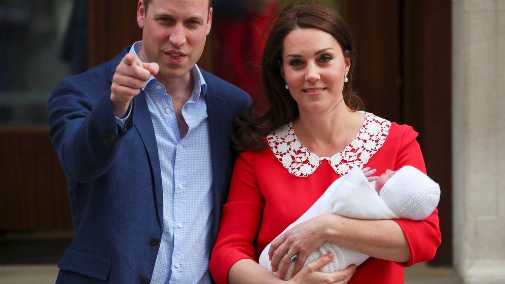Foto: Los duques de Cambridge con el pequeño Louis. (Reuters)