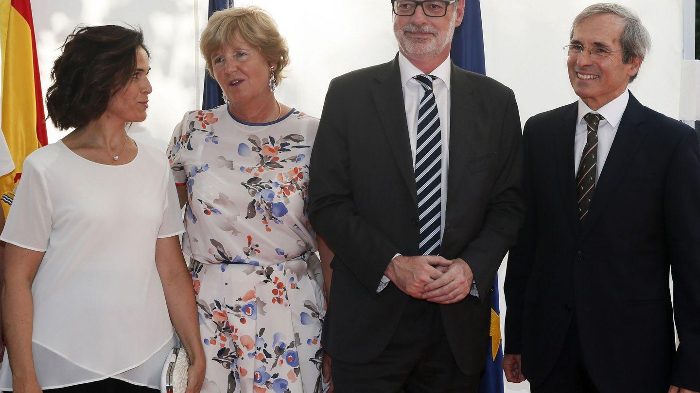 Villegas, junto al embajador de Francia Yves Saint-Geours y su mujer. (EFE)
